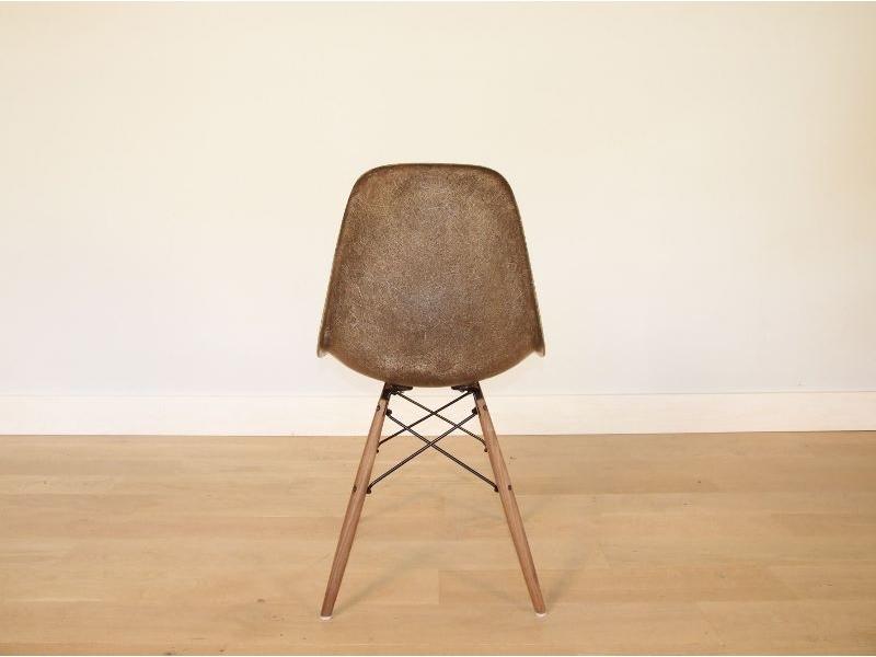 chaise eames fibre de verre chaise eames en fibre de verre camellia 17 best ideas about chaise. Black Bedroom Furniture Sets. Home Design Ideas
