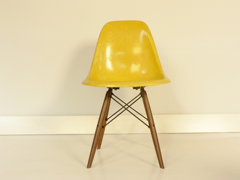 Chaise dsw eames base dowel authentique jaune for Galette chaise eames dsw