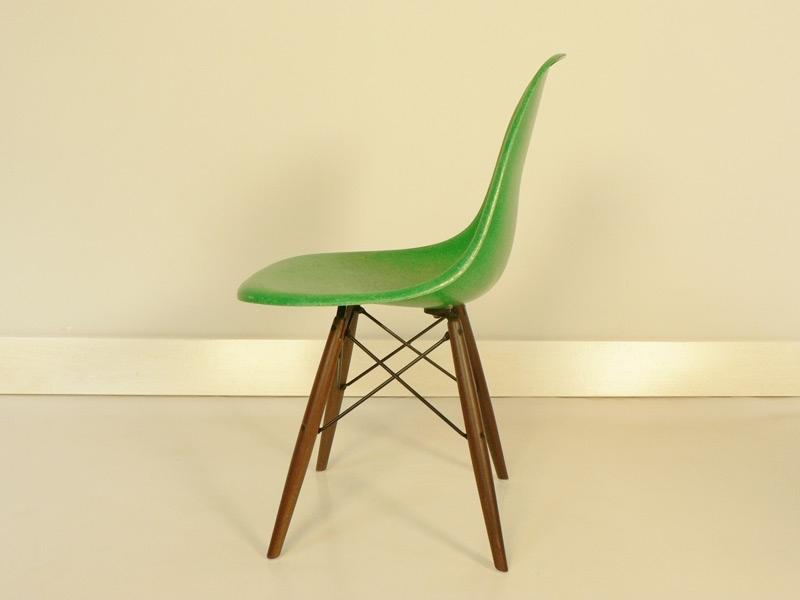 chaise charles et ray eames fibre de verre original verte. Black Bedroom Furniture Sets. Home Design Ideas