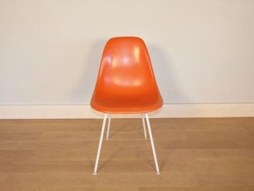 chaise eames orange corail