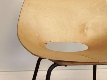 chaise tonneau pierre Guariche
