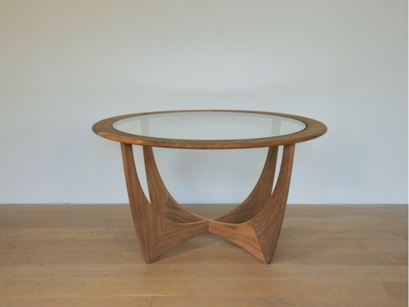Table basse ronde teck scandinave wilkins g plan maison simone for Table ronde design scandinave