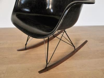 Eames rar noir vintage for Fauteuil rar eames fibre de verre