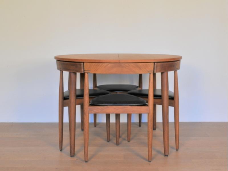 table ronde chaises ensemble table ronde et chaises ensemble table repas tulipe cm avec chaises. Black Bedroom Furniture Sets. Home Design Ideas