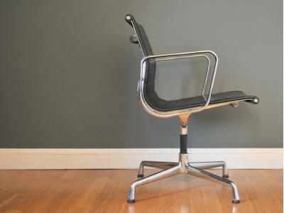 Eames Aluminium chair cuir noir maison simone nantes paris