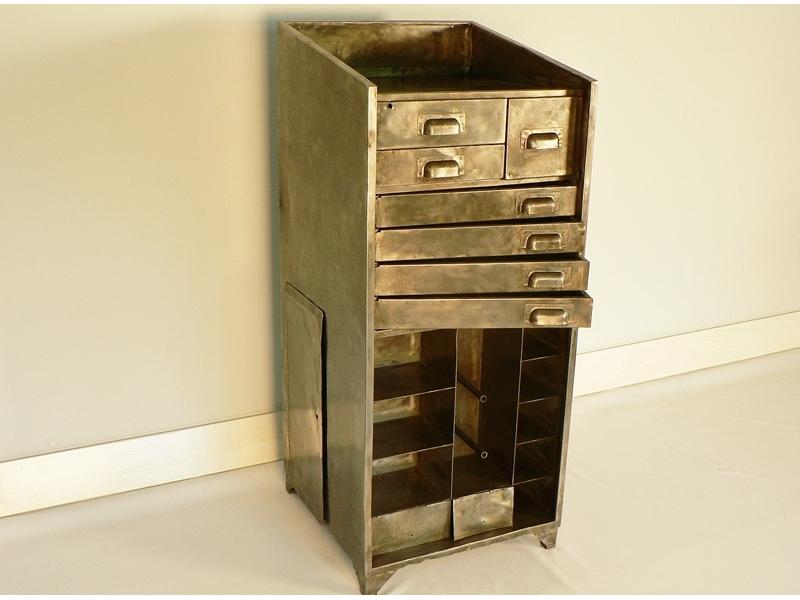 meuble rangement acier deco industrielle. Black Bedroom Furniture Sets. Home Design Ideas