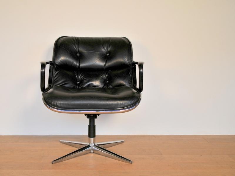 Fauteuil charles pollock vintage cuir noir maison simone - Fauteuil de bureau knoll ...