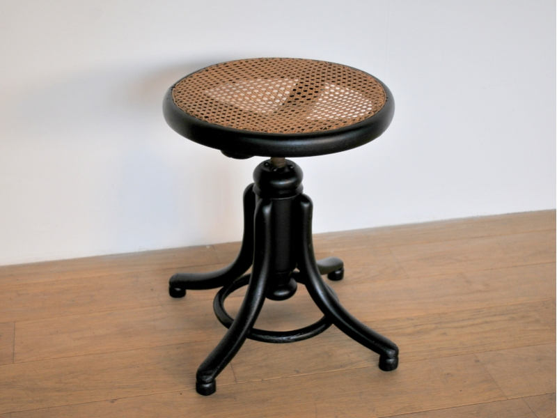 tabouret stool piano vintage cannage thonet noir maison simone. Black Bedroom Furniture Sets. Home Design Ideas