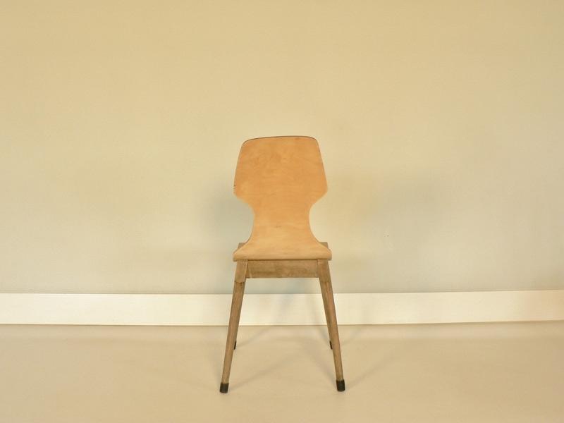 chaise en bois thermoform design scandinave. Black Bedroom Furniture Sets. Home Design Ideas