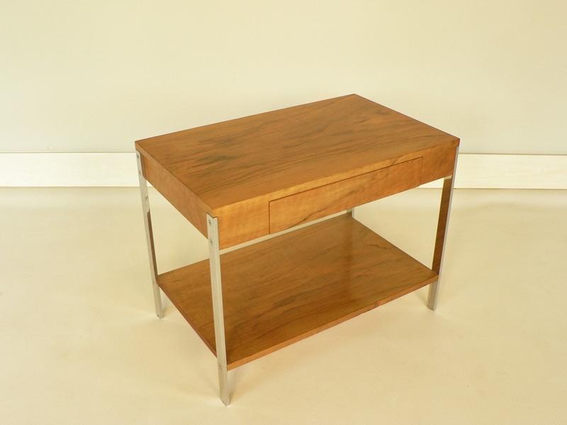 bout de canap console dans le gout de florence knoll. Black Bedroom Furniture Sets. Home Design Ideas