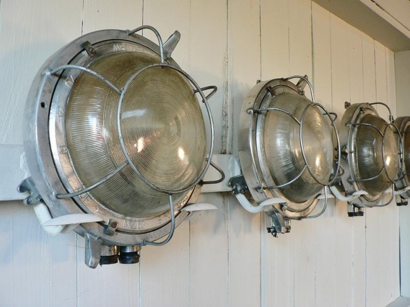 Lampe hublot d 39 usine for Lampe exterieur ancienne