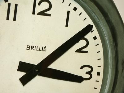 horloge brillié en zinc