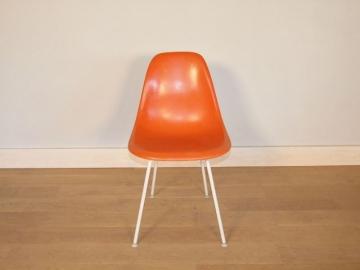 chaise eames orange corail