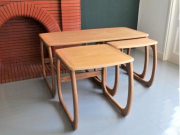 Table gigognes scandinave vintage Parker Knoll maison simone nantes paris la baule